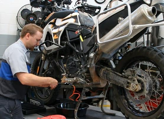 Top 10 fuel saving tips to maximize the fuel efficiency of your bike