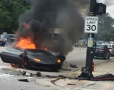massive crash splits lamborghini huracan in two catches fire find new upcoming cars. Black Bedroom Furniture Sets. Home Design Ideas