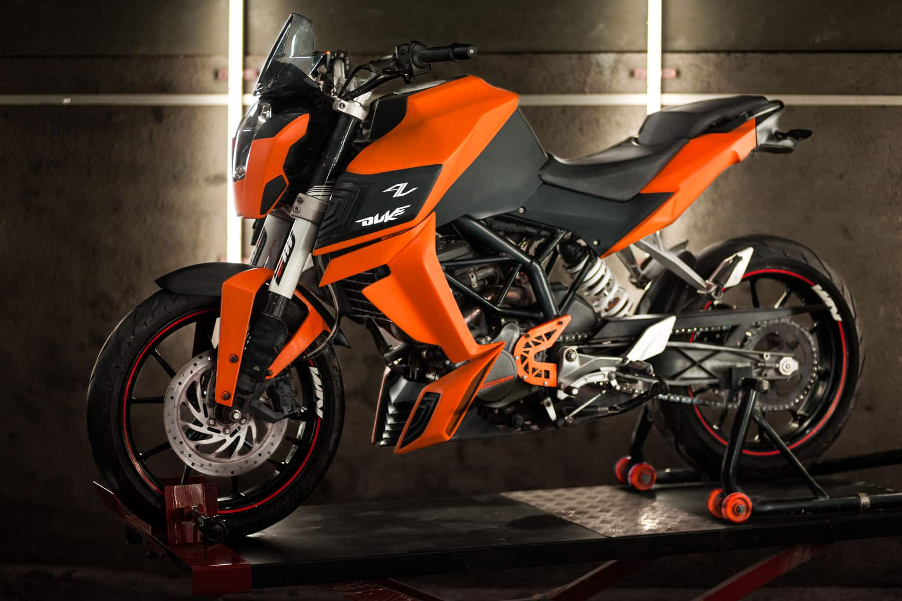 ICustomMadeIt introduces modification kits for the KTM Duke siblings