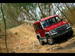 Video : The Gurkha among the Jeeps