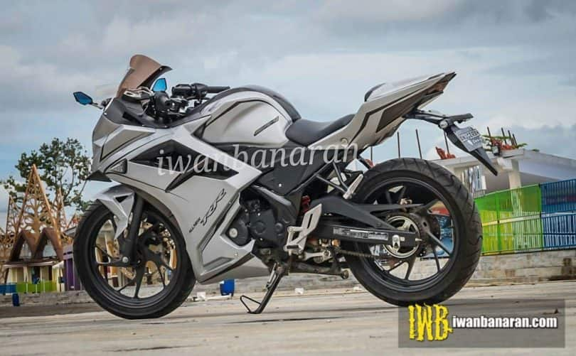 This Heavily Modified Honda CBR150R Dressed up like a CBR250RR will make your Day