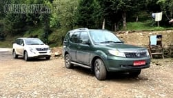 Tata Safari Storme 1.99L seen testing alongside Mahindra XUV500