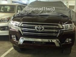 2016 Toyota Land Cruiser Spotted Undisguised: Get latest images and specifications