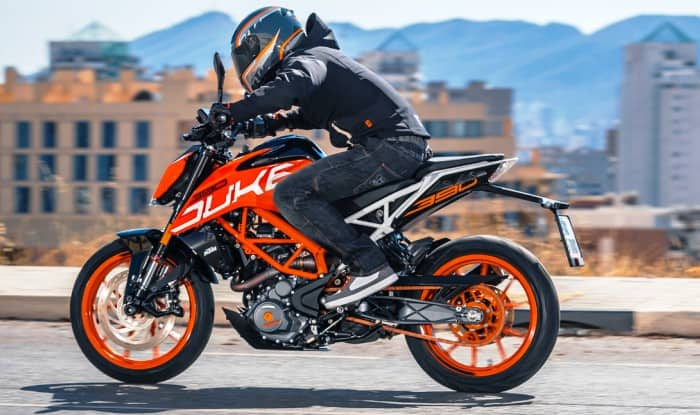 2017 ktm duke 390 india launch live streaming watch live. Black Bedroom Furniture Sets. Home Design Ideas