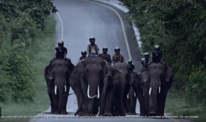New Bajaj Dominar 400 TVC Released; Mocks Royal Enfield by Calling the Brand as Elephant