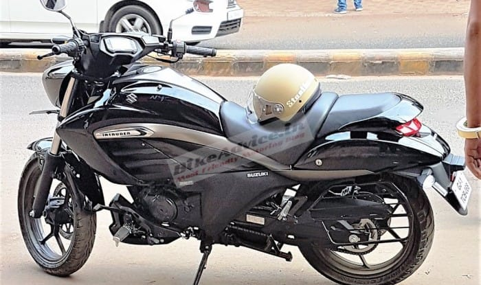 Suzuki Intruder 150 side