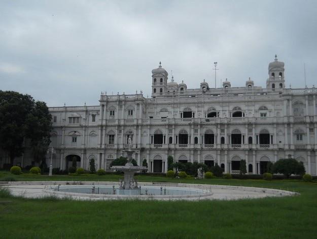 800px-Jai_Vilas_Palace_(_Scindia_Palace)