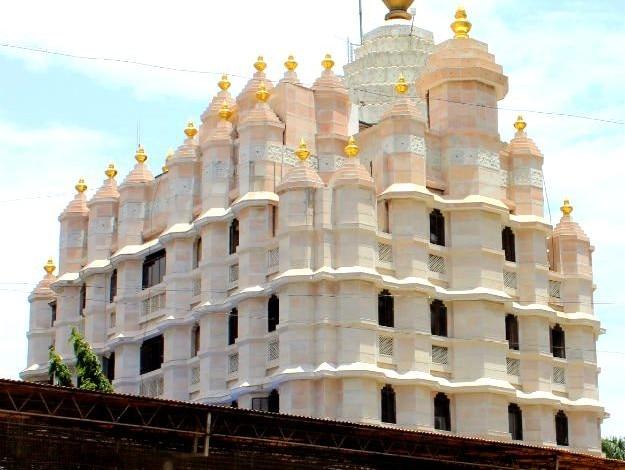 Mumbao-Siddhivinayak-Temple