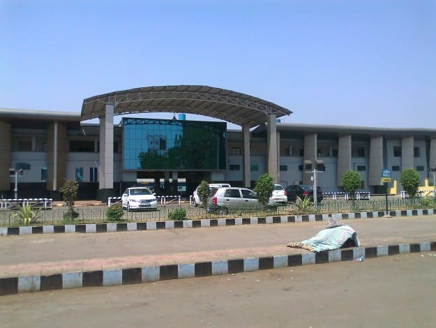 Raipur_Railway_Station_Entrance