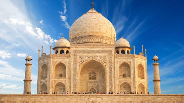 Taj-Mahal-in-sunrise-light,-Agra,-India