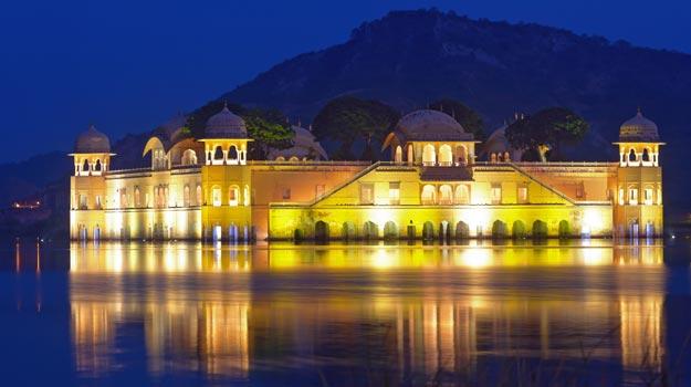 Jal-Mahal-at-night