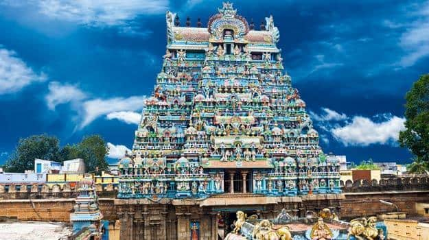 Great-South-Indian-architecture.-Sri-Ranganathaswamy-Temple-over-blue-sky.-South-India,-Tamil-Nadu,-Thanjavur-(Trichy)