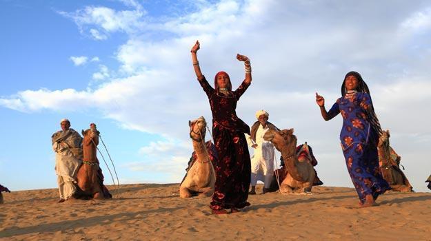 8-Rajasthan_Jaisalmer_Cultural-Dance-in-Sam-sand-dunes-near-Jaisalmer