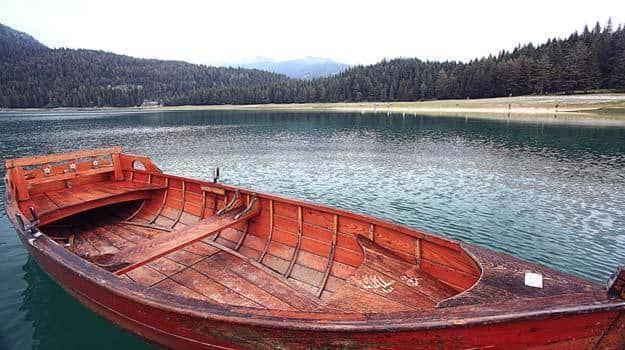 Boat-in-Umiam-Lake