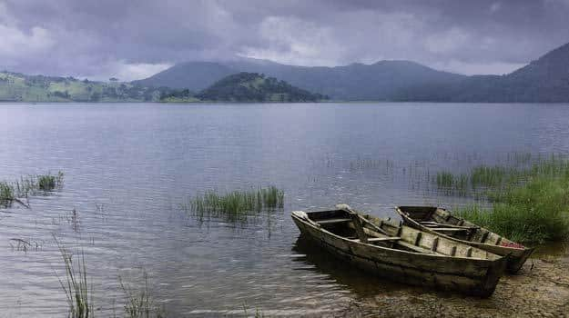 Boats-near-Umiam-Lake