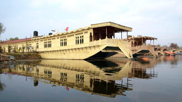 Jammu-and-Kashmir_Srinagar_Dal-Lake_A-Houseboat-in-the-Dal-lake