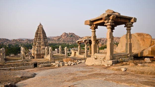 Karnataka_Hampi_Virupaksha-Temple-UNESCO-World-Heritage-Site-listed-as-the-Group-of-Monuments-at-Hampi