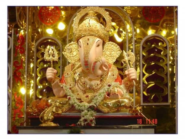 How to Reach Dagdusheth Halwai Ganpati temple in Pune by road, train and flight