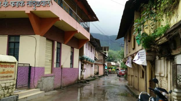 A clean street in Trimbakeshwar