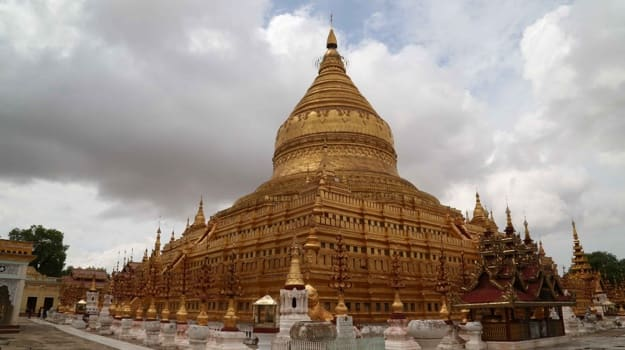 golden pagoda in bagan