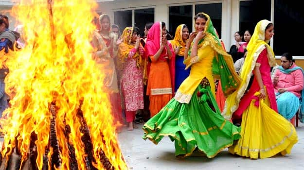 Lohri 2016 5 Rituals That Mark Lohri Celebrations India Com
