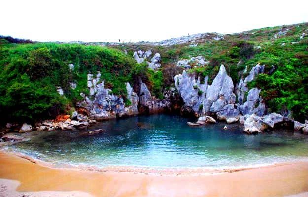 18-travel-Playa-de-Gulpiyuri-Spain