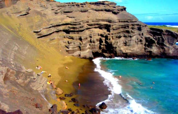 18-travel-papkolea-beach-hawaii-usa