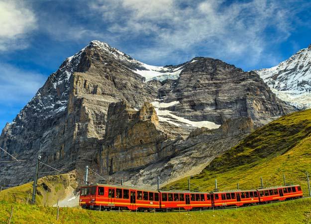 21Switzerland-Jungfraujoch-station-tourist-train