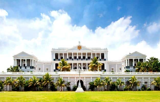 24-travel-falaknuma-palace