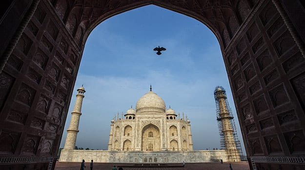 25india-tourism-taj-mahal-agra