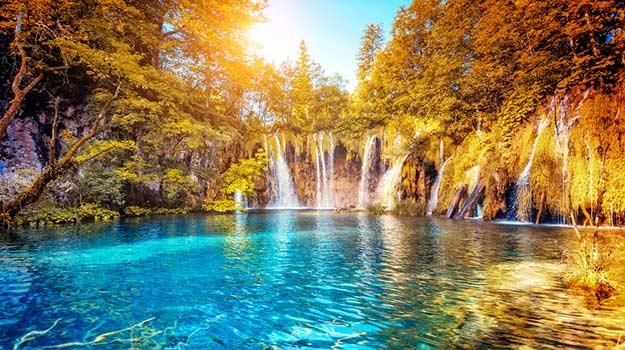 Croatia-Plitvice-Lakes-National-Park-shutterstock_350849951
