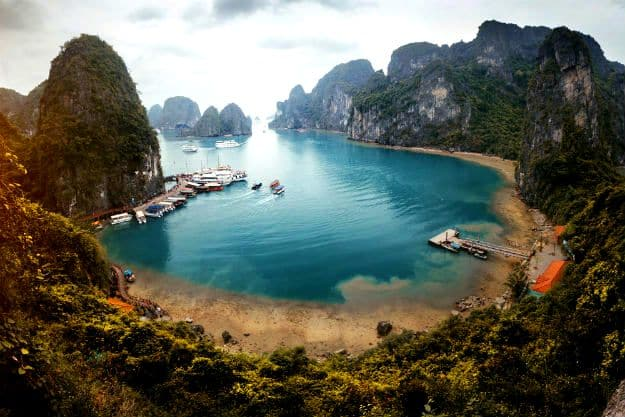 11-travel-halong-vietnam-6