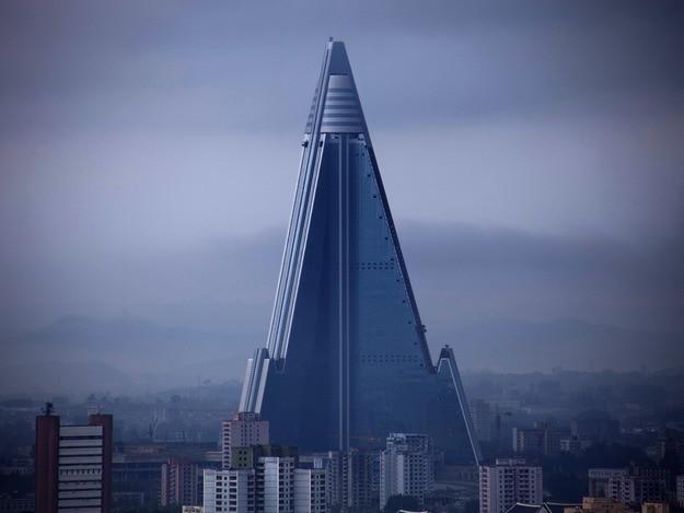 12abandoned-ryugyong-hotel