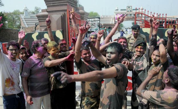 BSF jawans celebrate Holi at the Attafri-Wagah border