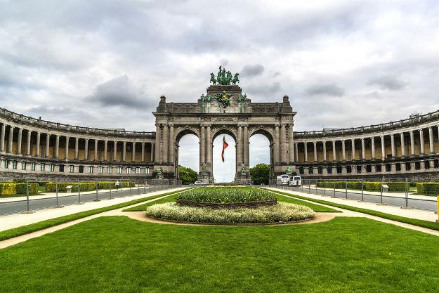 Belgium8-The Triumphal arch (Arc de Triomphe) in the Cinquantenaire park in Brussels