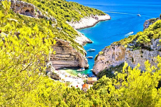 Croatia-Amazing-Stinva-beach-of-Vis-island