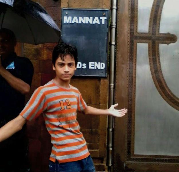 Fan in the rain - Mannat