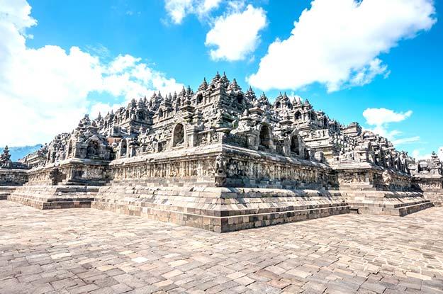 Heritage Buddist temple Borobudur complex in Yogjakarta in Java-shutterstock_276182384