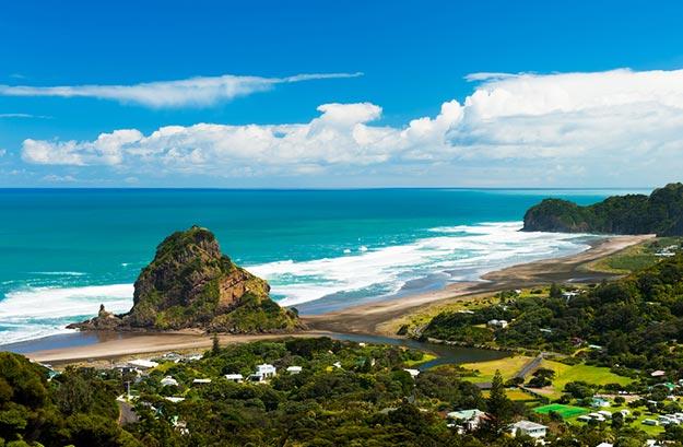 New-Zealand-Piha-beach-near-Auckland