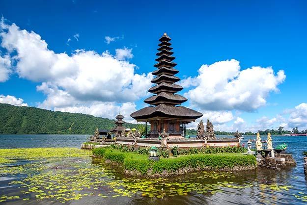 Pura Ulun Danu temple-shutterstock_215412709