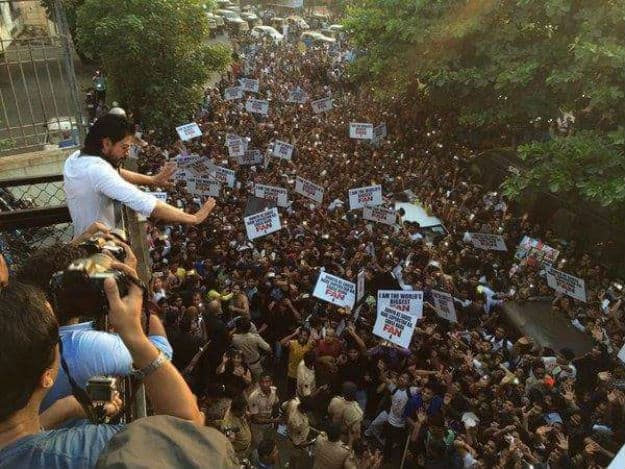 SRK fans Mannat main