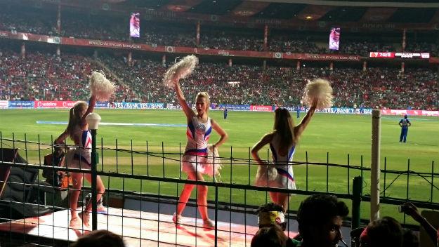 Chinnaswamy-2-cheerleaders