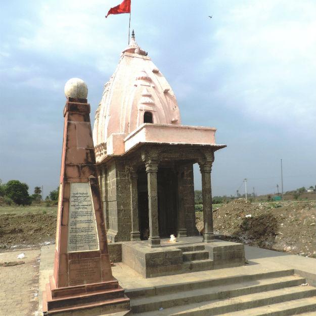 03 Kark Rajeshwar temple on the Tropic of Cancer