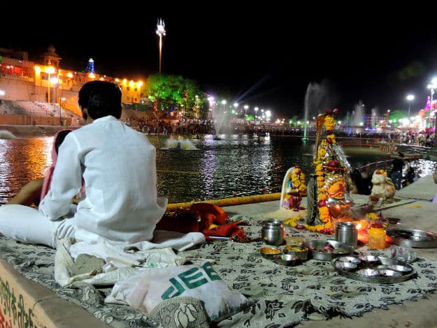 04 A priest waits for pilgrims on banks of Shipra