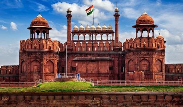 monuments built by british in delhi The city of delhi actually consists of two components: old delhi, in the north, the historic city and new delhi, in the south, since 1947 the capital of india, built in the first part of the 20th century as the capital of british india.