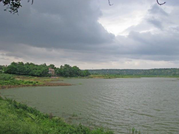 Haryana_Tourism_restaurant_on_Damdama_Lake