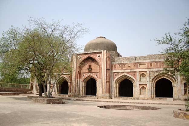 Jamali-Kamali-Mosque-Delhi