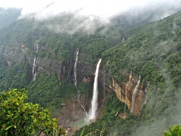 Nohkalikai_Falls_Cherrapunji (1)