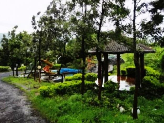 The-Lake-weekend-resort