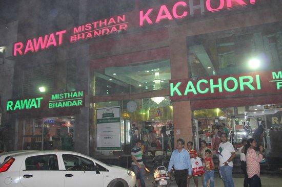rawat-mishtan-bhandar